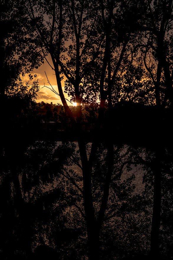 Puesta de sol en el embalse de Cecebre desde el Pazo de Orto durante una boda