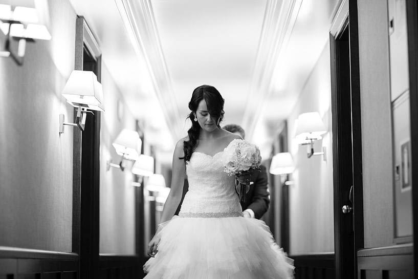 Novia en el pasillo del hotel Finisterre de A Coruña