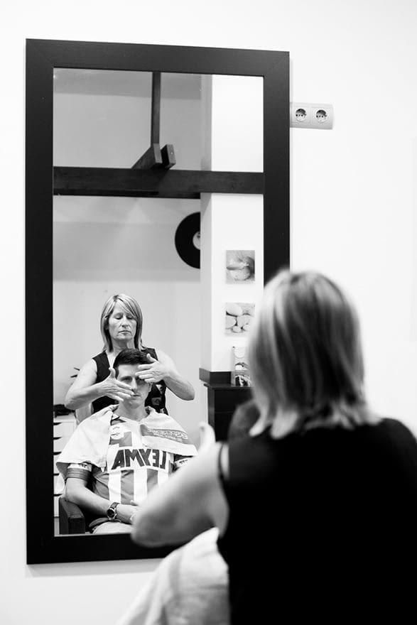 Novio en la peluquería Kobre´s de A Coruña en el día de su boda