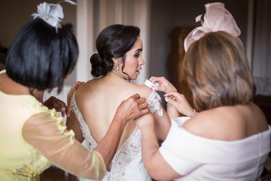 Novia con Vestido de Justin Alexander durante su boda en el Pazo do Tambre