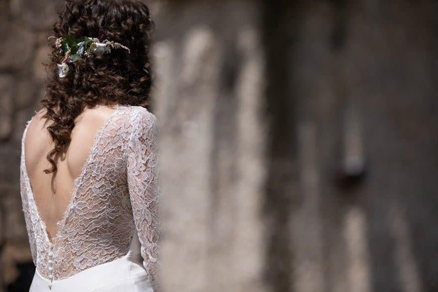 Detalle de la espalda del vestido de novia de Alejandra Svarc de Tul Novias en una boda en el Pazo de Adrán