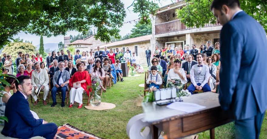 Ceremonia civil de boda en el Pazo la Buzaca de Moraña en Pontevedra