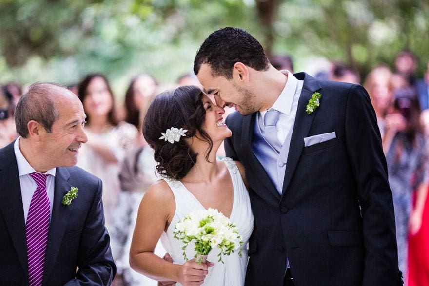 Novios durante la ceremonia de boda civil en el Pazo de Cea de Nigrán