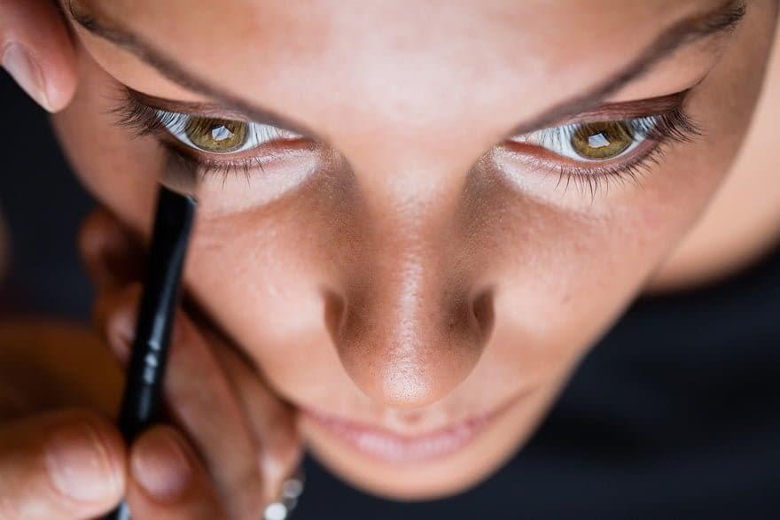 Detalle del maquillaje de ojos de una novia realizado por el Centro de Estética Relax de Carballo en el Pazo do Souto