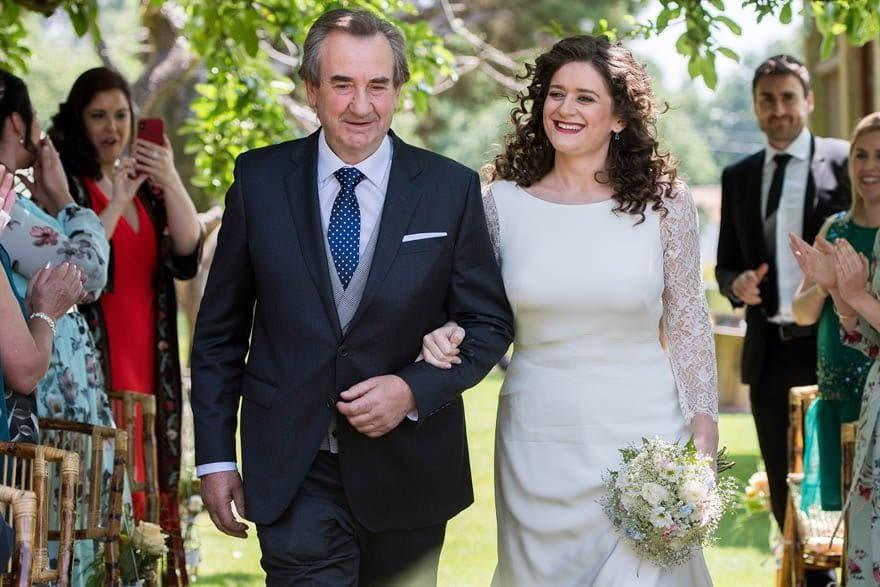 Novia con vestido de Alejandra Svarc de Tul Novias en una boda en el Pazo de Adrán