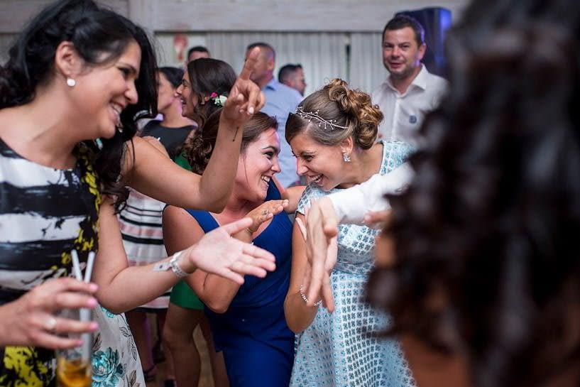 Baile durante una boda en el Restaurante el Pantano
