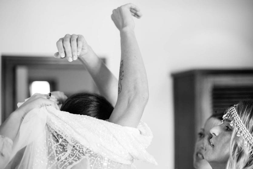 Preparativos con un vestido de novia de Rosa Clará