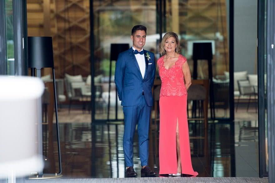 traje de boda del novio de Félix Ramiro