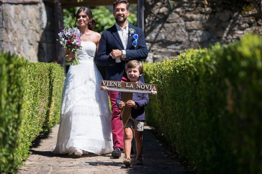 La novia lució un vestido de la firma Cabotine escogido en Aires de Novia