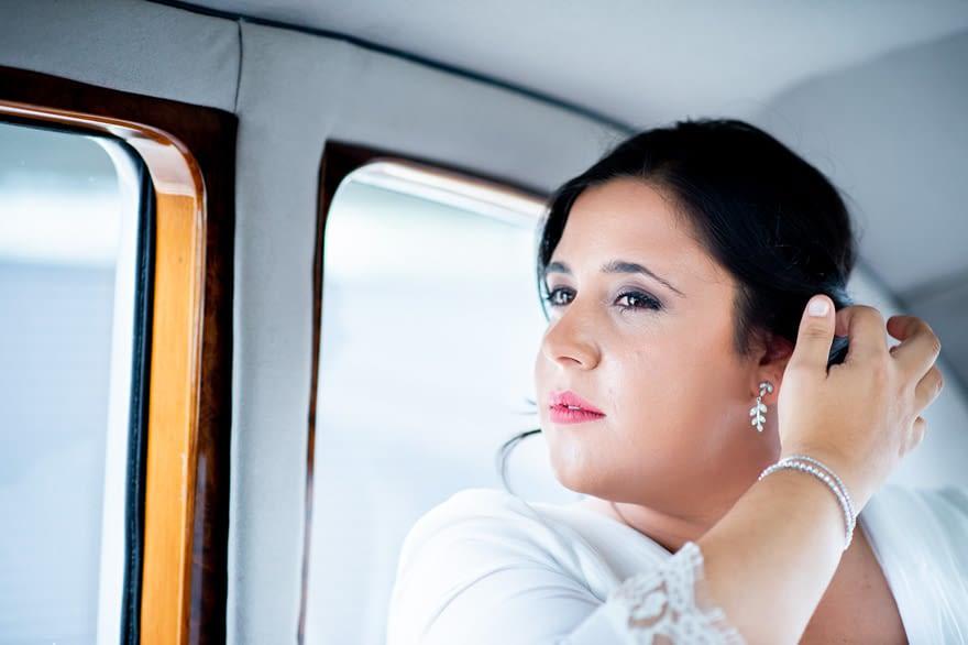 Novia en coche de época Austin Princess de Ya Car