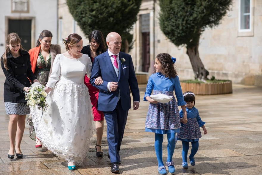 Novia con vestido del Atelier Piedad Garcia Peña de Madrid en el día de su boda