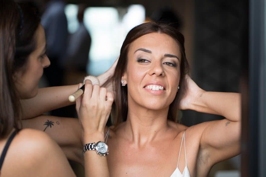 Maquillaje de novia de María Roel de Bobbi Brown en la suite de la Finca Montesqueiro