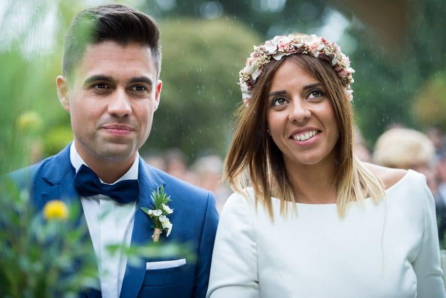 Tocado de novia de Pluma y collar de A Coruña