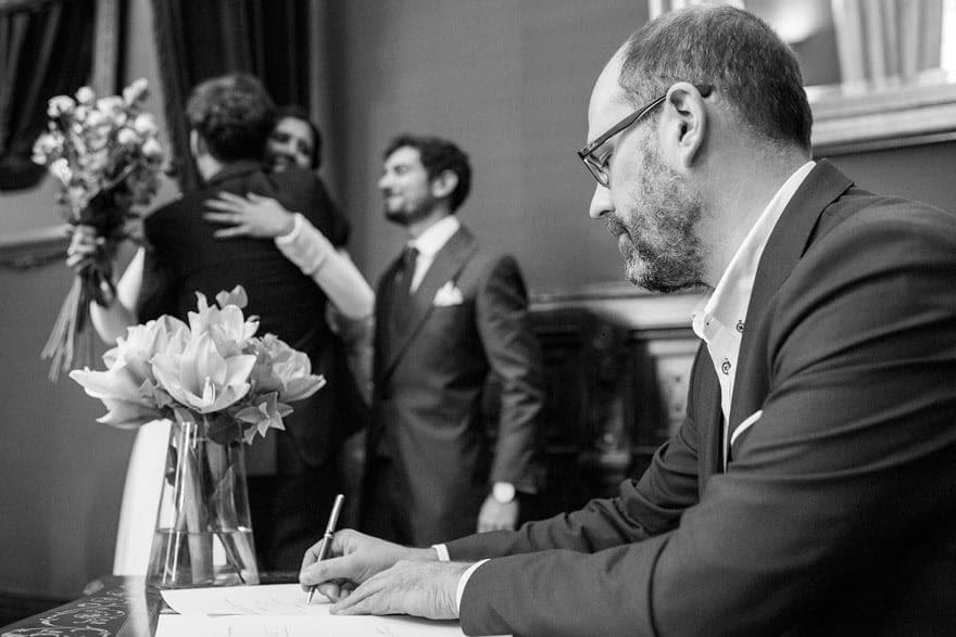 Martiño Noriega Oficiando una boda civil en el Ayuntamiento de Santiago de Compostela