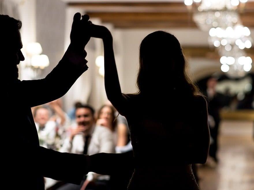 BAile de novios en el Pazo do Tambre durante su boda en Santiago de Compostela