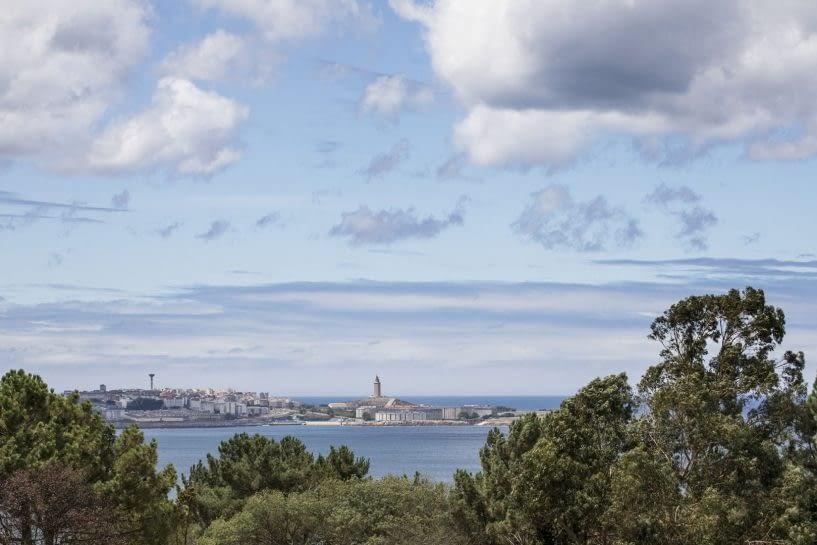 Vista de la torre de Hércules desde Santa Cruz